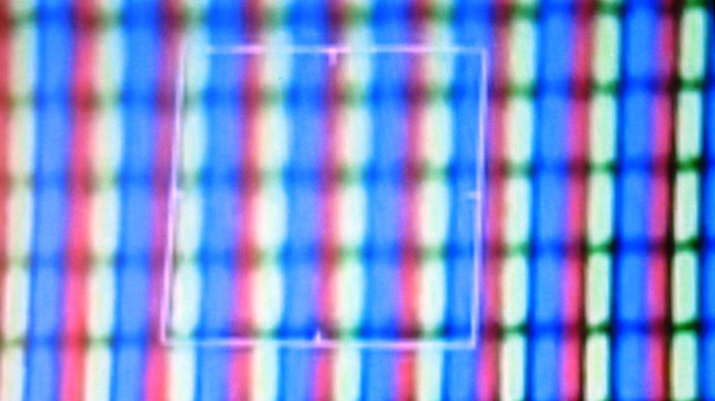 IMG_Пиксели телевизора. Видно, что они намного крупнее