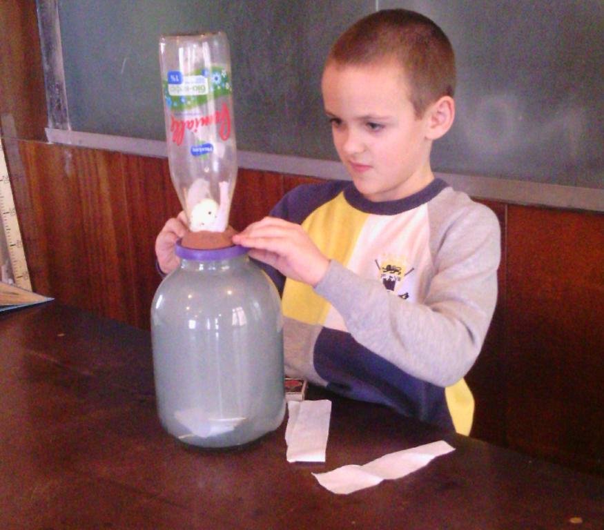 zanimatelye-opyty-ro-fizike-eksperiment-svoimi-rukami-10