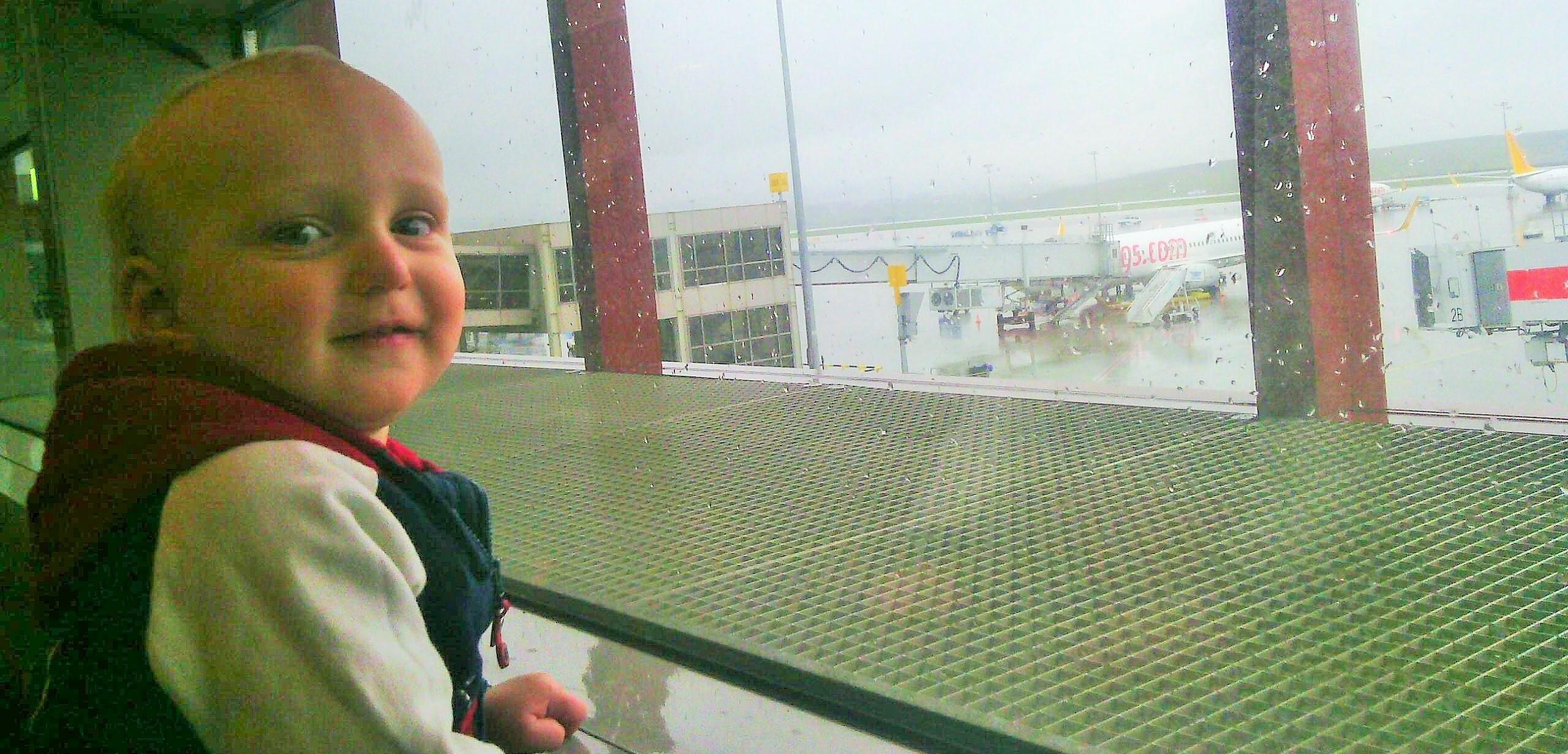 Moj-syn-v-aeroportu
